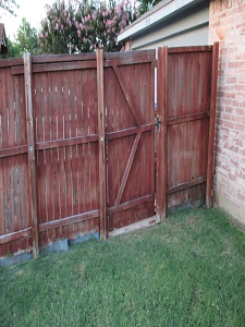 Fence Contractor - Repair - Before 01